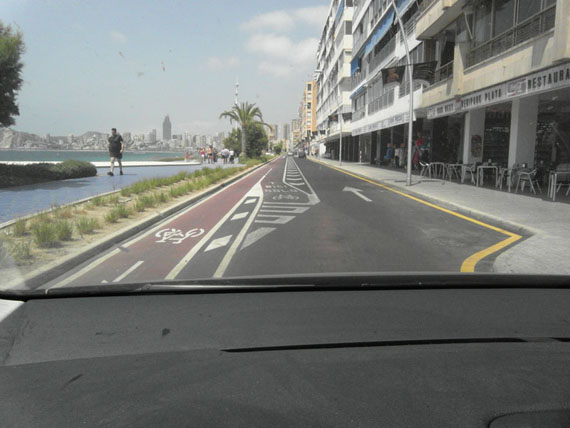 Nuevo carril bici y circulación compartida en la calzada en Benidorm