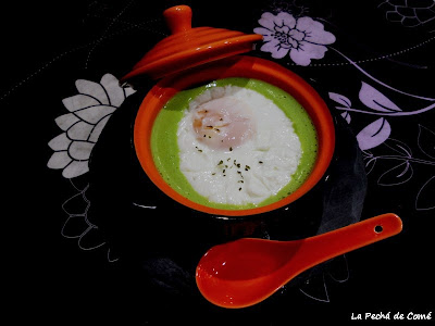 Crema de guisantes con huevo poché