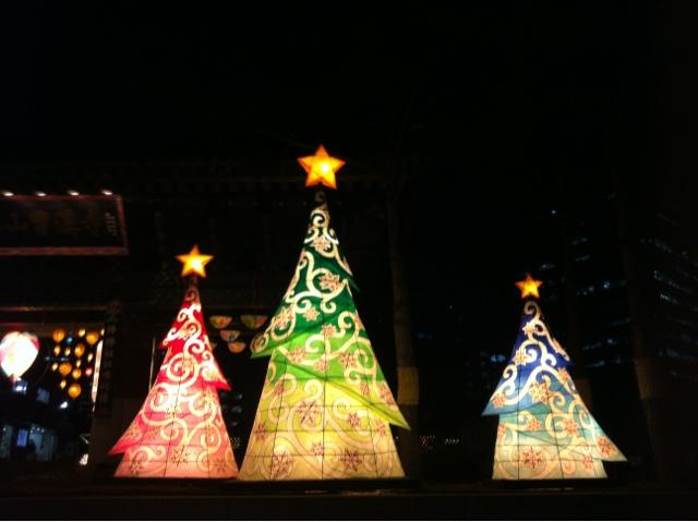 12 Days of Korean Christmas: Day 7: Paper Lantern Christmas Tree