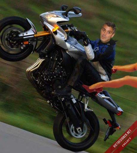 """Nam tài tử George Clooney cưỡi mô tô không ghế ngồi phía sau quá """"sung"""" hất tung mỹ nhân."""