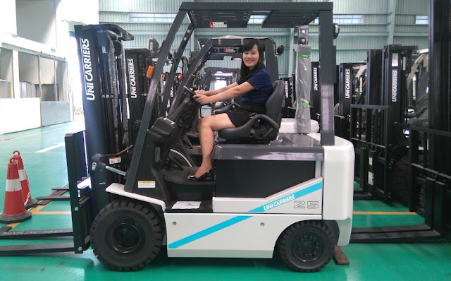 Battery forklift 2.5 tons Japan
