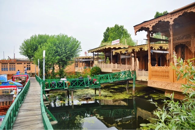 review srinagar houseboat dal lake