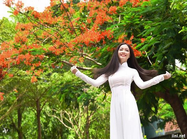 ảnh nữ sinh với tà áo trắng trinh nguyên
