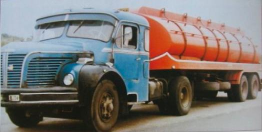 un magnifique ensemble hrault tracteur berliet tlm 10m avec couchette spciale ralise par le carrossier alquier de mazamet 81