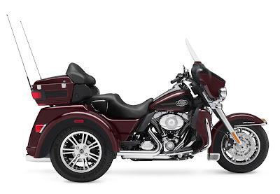 2011-Harley-Davidson-FLHTCUTGTri-GlideUltra-Classic.jpg