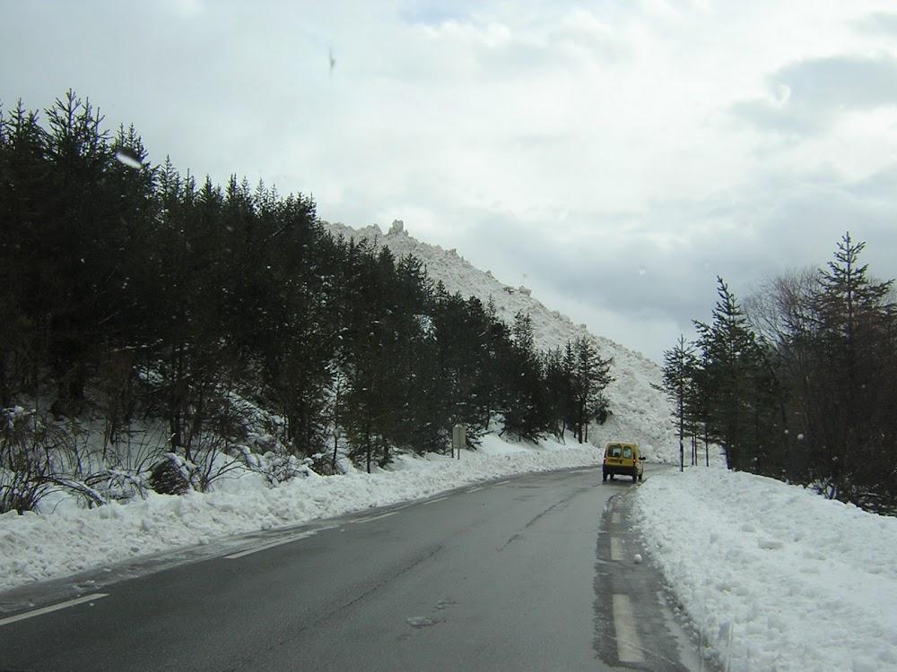 Avalanche Cerces, secteur Pointe de Pécé, Départ de la Crête de Pécé - Dépôt sur la RD 994G (Route de Névache) - Photo 1