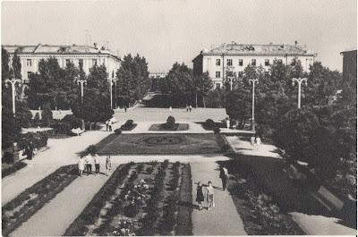 https://sites.google.com/site/istoriceskijtaganrog/dobrolubovskij-pereulok/oktabrskaa-plosad