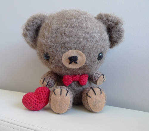 Amigurumi To Go Valentine Bear : 2000 Free Amigurumi Patterns: Free Amigurumi bear pattern ...