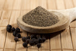 Figure 18. Black pepper and its powder.
