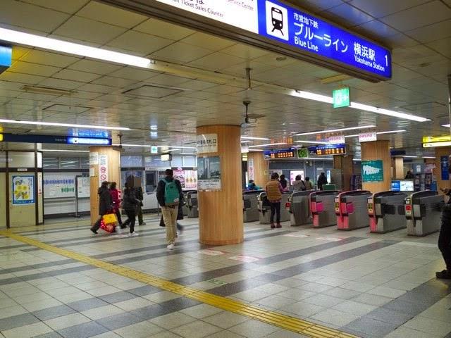 横浜市営地下鉄ブルーラインの改札口