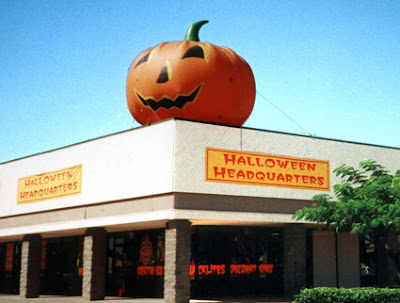 i was in the new jersey suburbs this weekend and everywhere you looked you saw these pop up halloween stores theyre in nyc too half a dozen within - Halloween Store New Jersey