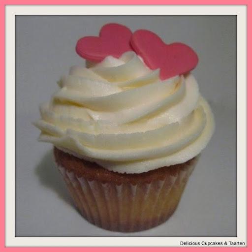 cupcakes met toef en hartjes.jpg