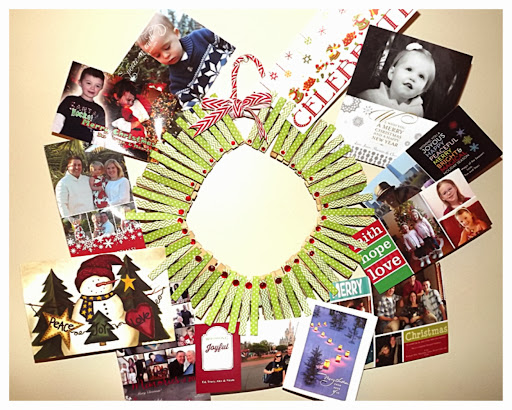 http://hoybycrafts.blogspot.com/2013/12/clothespin-wreath-and-christmas-card.html