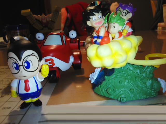 キャラメルマン3,4号と悟空と筋斗雲にのるアラレちゃんとがっちゃん。