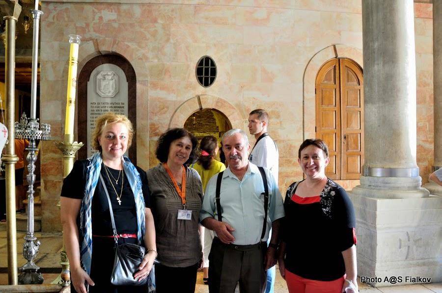 С хранителем ключей Храма Гроба Господня господином Нусейбе. Экскурсия по Иерусалиму. Гид в Израиле Светлана Фиалкова.