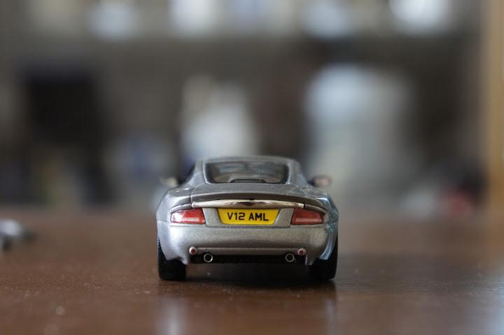 Суперкары №12 Aston Martin V12 Vanquish фото модели, обсуждение