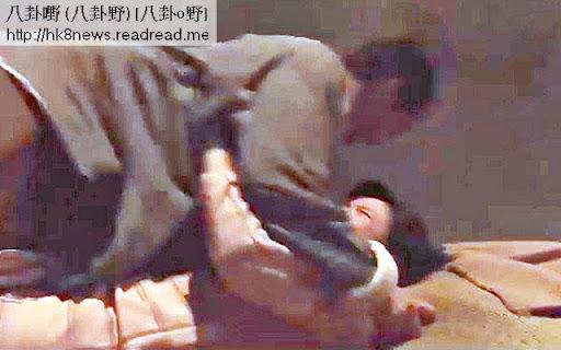 在播映中的《天梯》,陳茵媺有一場被姦戲,最激烈一幕,她只被扯開衫鈕,一閃即逝露出膊頭。