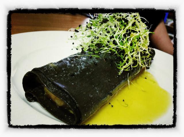 Ensalada de gambas, aguacate y tomate confitado en canelón restaurante a domicilio Mejor en casa