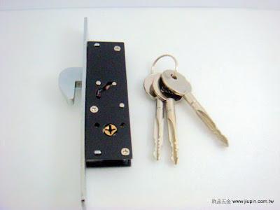 裝潢五金品名:300H-合室門暗鉤鎖規格: 型式:雙面鎖玖品五金