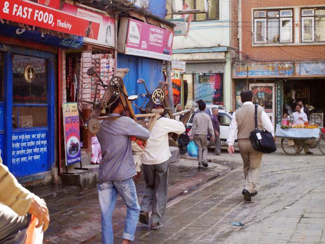 達人帶路-環遊世界-尼泊爾-扛東西