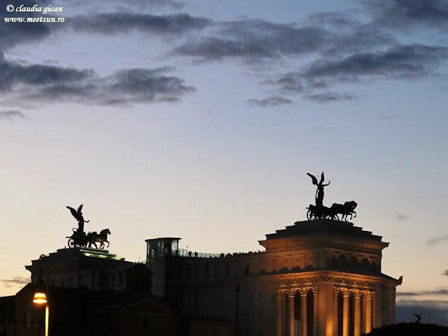 Roma noaptea, Monumentul lui Vittorio Emanuelle II, Columna lui Traian