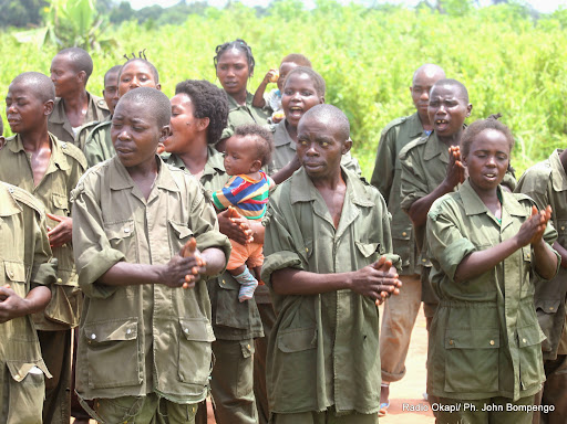 Des ex-combattants le 11/09/2014 dans la localité de Kotakoli qui abrite l'un des plus grands centres d'entrainement commando dans la province de l'Equateur, lords de la visite du représentant spécial du secrétaire général de l'Onu pour la RDC, Martin Köbler,. Radio Okapi/Ph. John Bompengo