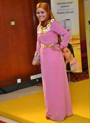 fesyen pakaian artis red carpet ask 2011 anugerah skrin tv3 najwa latif
