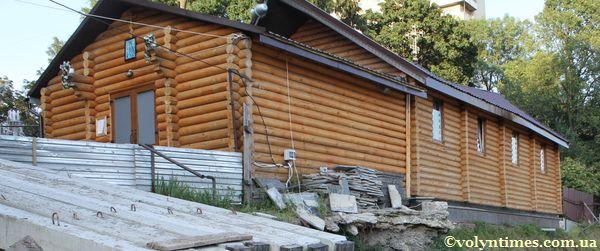 Дерев'яна будівля самобуду