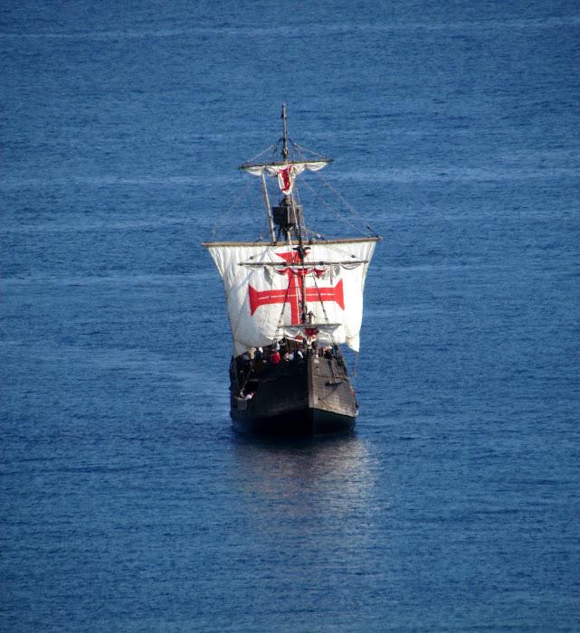 nau Santa Maria arrives with the portuguese red cross