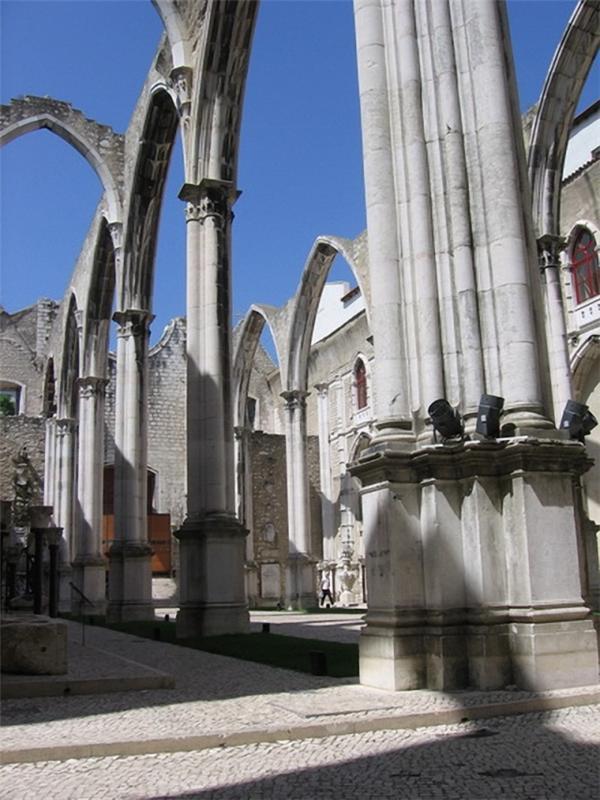 Кармелитская церковь Лиссабон фото