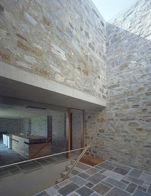 14 Самые красивые дома мира | Фото интерьера каменного дома в Швейцарии