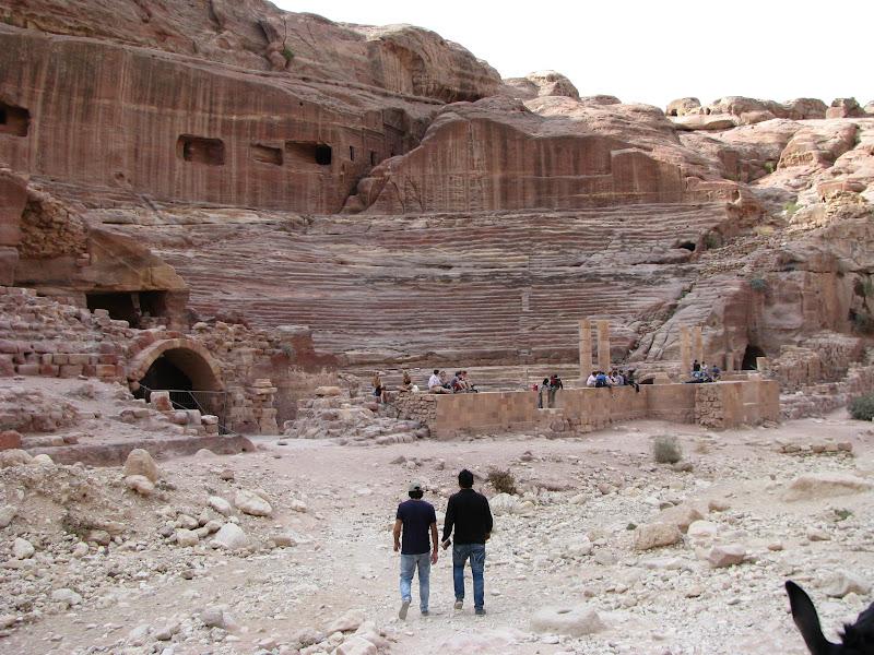 Петра. Амфитеатр, построенный кем-то задолго до римлян