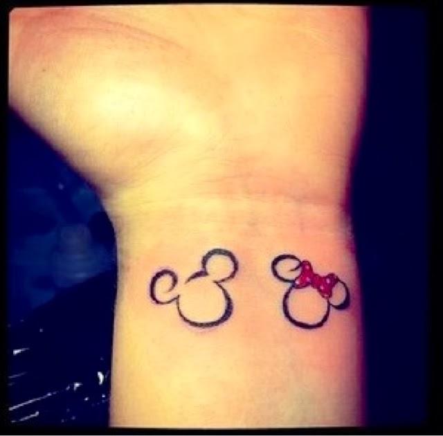 Tattooarte Mickey Y Minnie En La Muñeca