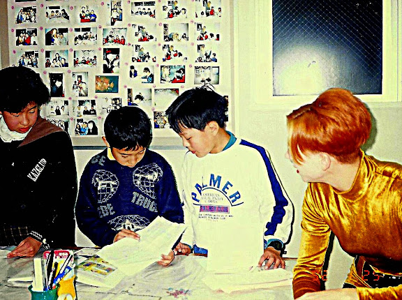 Lash teaching kids in Osaka - #WorkAbroadBecause it will open your mind!