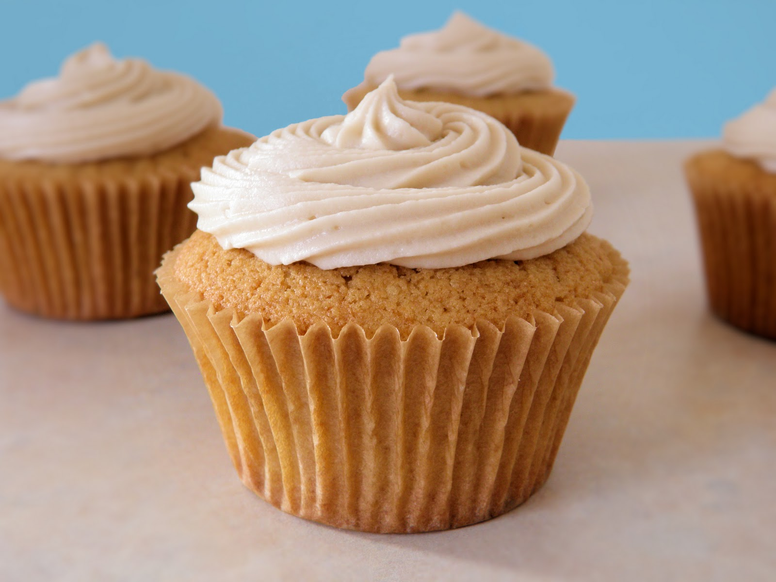 Maple Cupcakes with Maple Cream Cheese Frosting | Dulce Dough Recipes