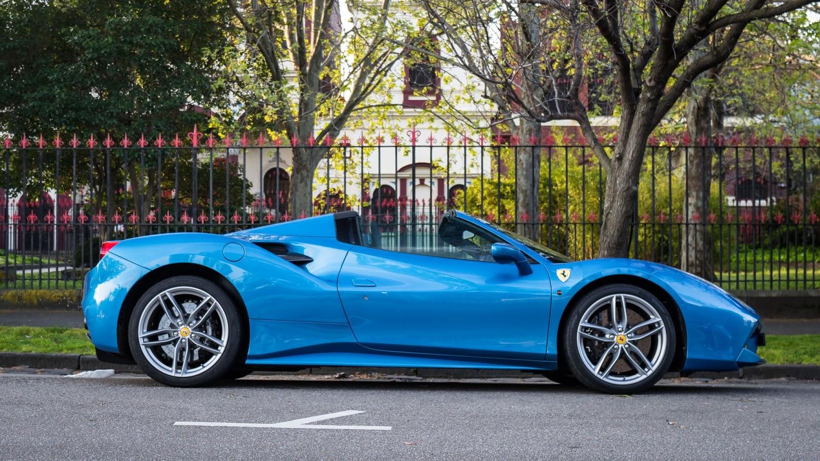 Ferrari 488 Spider 2016 hiện đang cháy hàng trên toàn thế giới