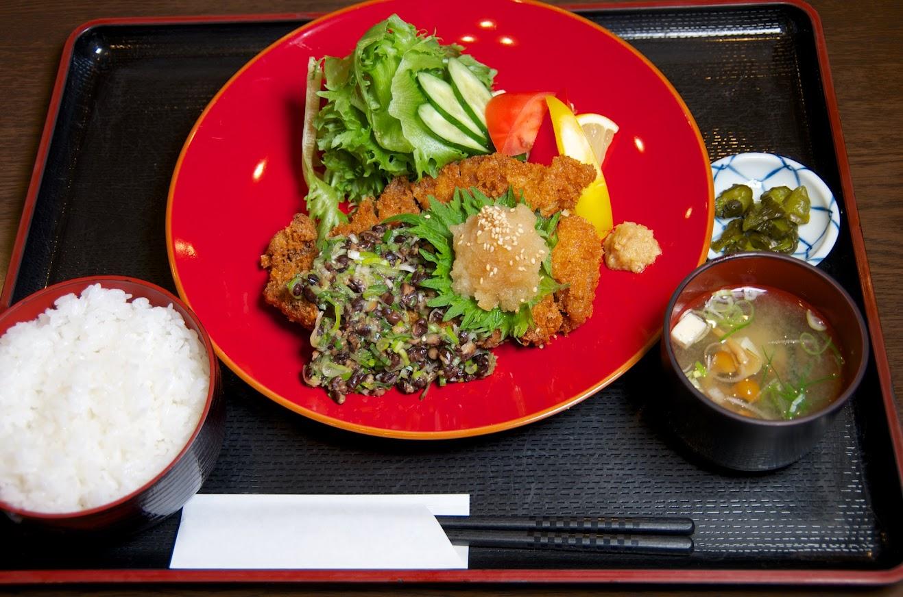 黒千石納豆とんかつ定食