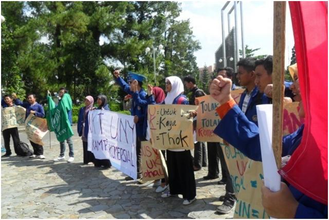 Aksi Tolak UKT Mahasiswa UNY