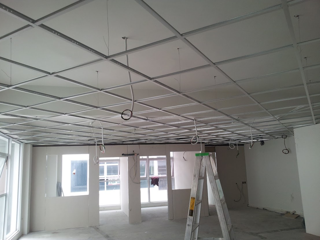 light cabling at ceiling