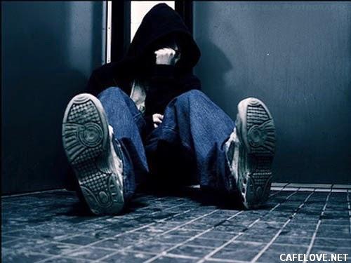 Hình ảnh con trai buồn vì thất tình, chia tay tình yêu