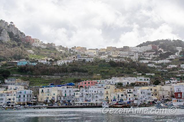 Capri Adası manzarası, İtalya