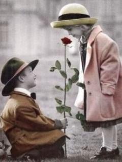 Hình ảnh em bé tặng hoa hồng