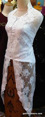 Broclate long white kebaya