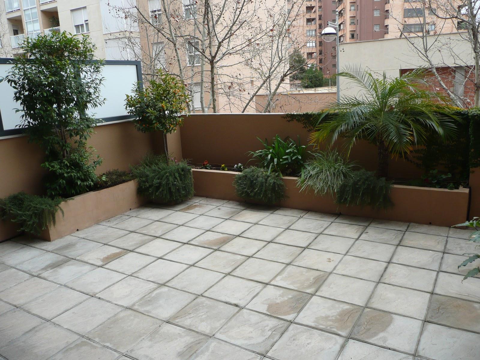 Hazlo tu mismo crea una jardinera de obra en tu terraza for Jardineras para patios pequenos