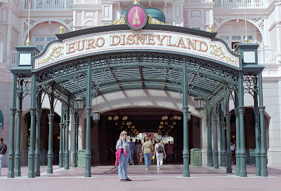 euro disneyland cultural differences between Euro disneyland, a replica of the magic kingdom, the well-known theme park in   different political units, as it might be in europe or other european cultures.