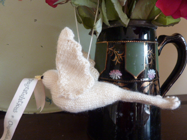 Am Bothan: Knitted doves ...