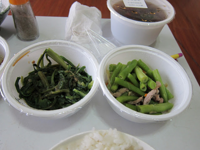 牛蒡炒肉絲敏豆、燙青菜