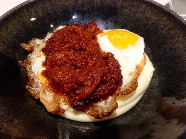 huevo frito con parmentier y sobrasada