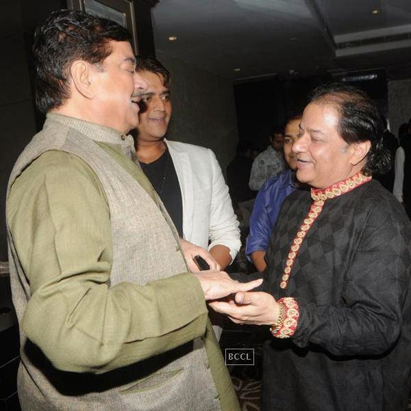 Shatrughan Sinha and Anup Jalota during his birthday celebrations, in Mumbai, on July 29, 2014. (Pic: Viral Bhayani)