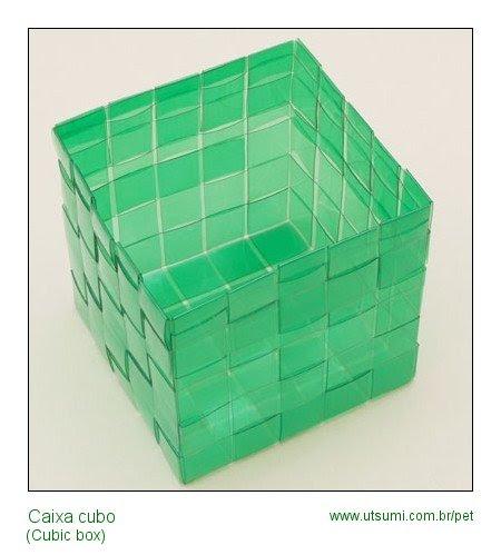 caixa cubo de garrafas PET